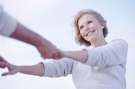 Viva até 20 anos mais com seis hábitos, entre eles sorrir mais